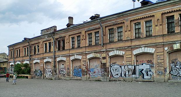 Мытный двор. Западный фасад. Автор: Виктор М, 2010.Фото: citywalls.ru