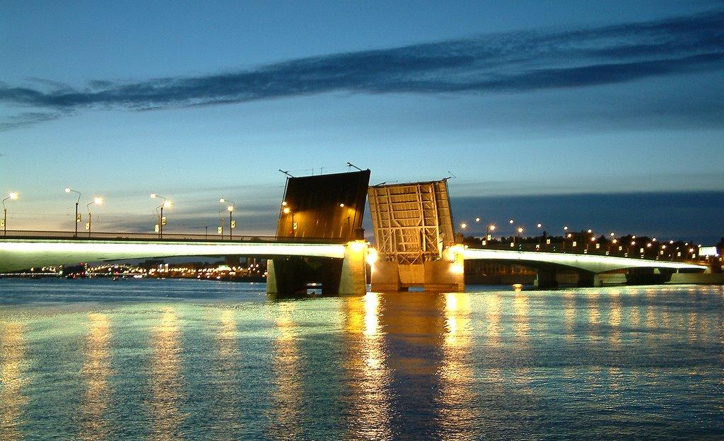 Развод моста Александра Невского. Фото: architectureguru.ru