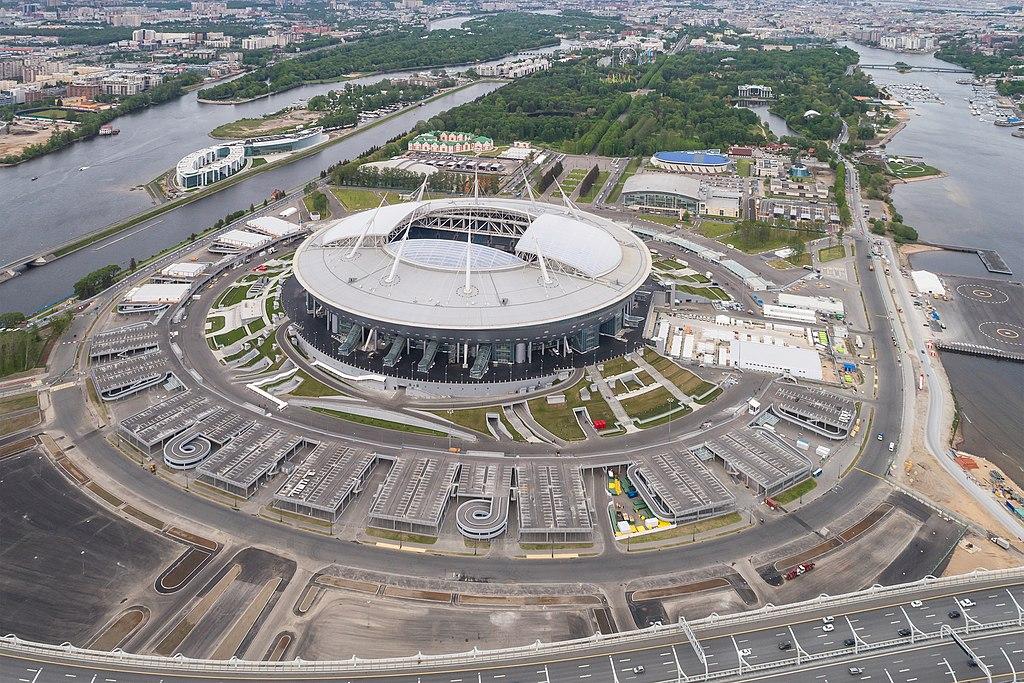 Аэрофотосъёмка стадиона на Крестовском острове в Санкт-Петербурге (Россия). A.Savin (Wikimedia Commons · WikiPhotoSpace)