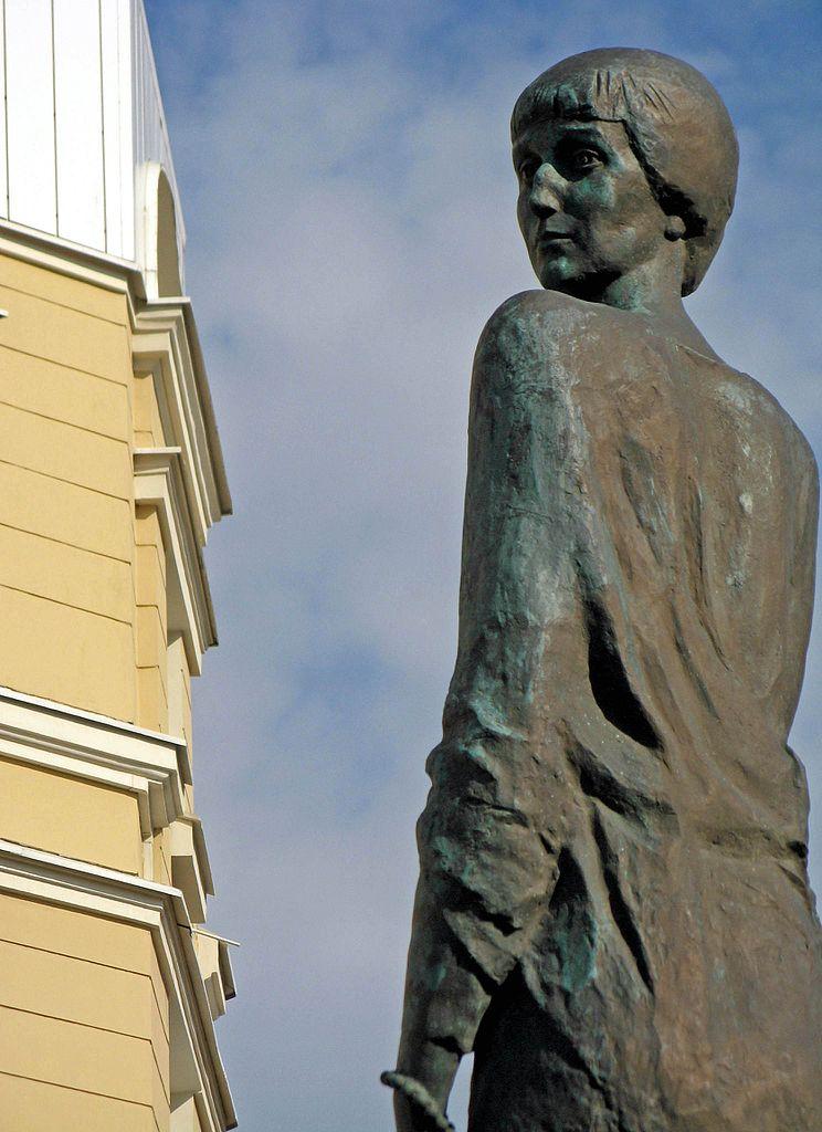 Памятник А. А. Ахматовой в Санкт-Петербурге. Автор фото: Екатерина Борисова (Wikimedia Commons)