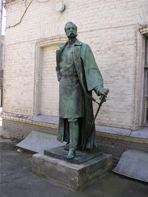 Памятник Александру II во дворике Киевского музея русского искусства, источник фото: http://v-murza.livejournal.com/93152.html