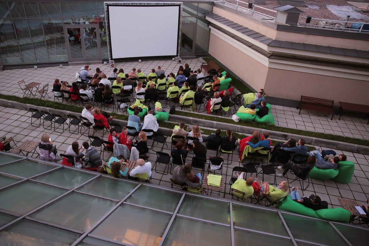 Кинопоказы на крыше Новой сцены Александринки