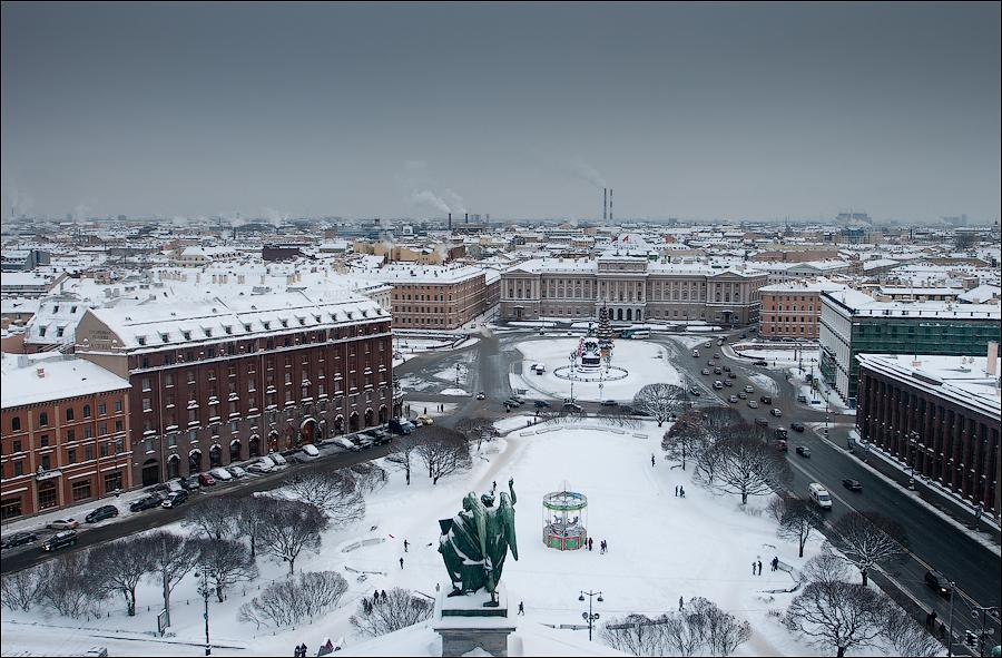 Ансамбль Исаакиевской площади. Вид с Исаакиевского собора зимой, источник фото: Wikimedia Commons, Автор: Cheger