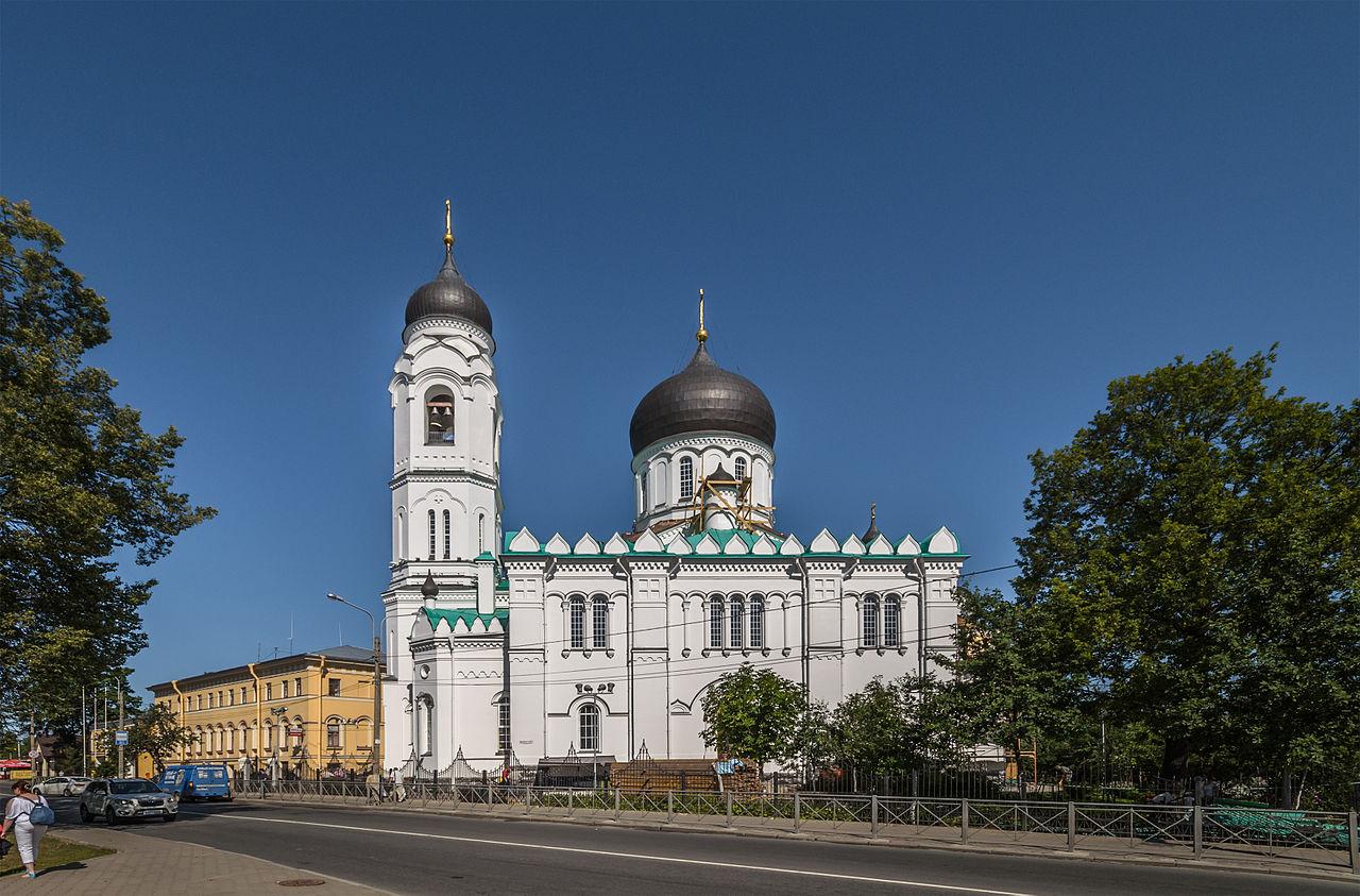 Собор Архангела Михаила в городе Ломоносове. Автор фото: Florstein (WikiPhotoSpace)