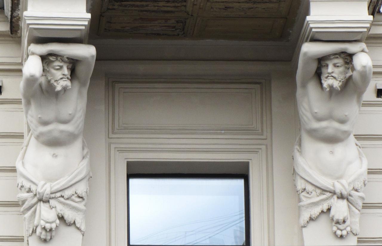 Атланты на фасаде дома Вейнера. Фото - Влада, 06.2012