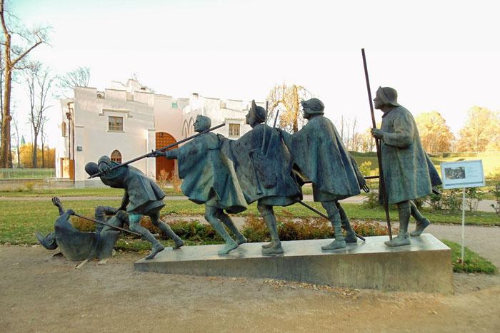 """Скульптурная группа """"Слепцы"""" по картине нидерландского художника Питера Брейгеля Старшего. Фото: pushkin.ru"""