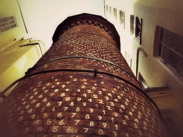 Башня грифонов, фото с сайта Saint-petersburg.ru