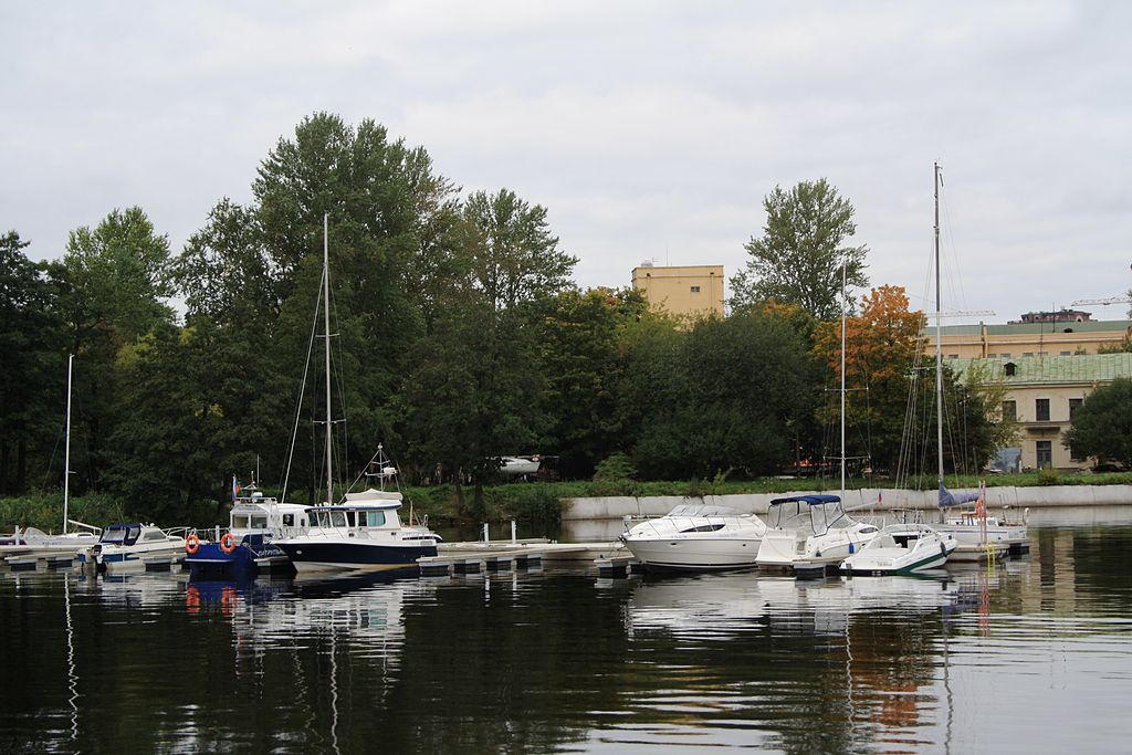 Бассейн малый Галерной гавани Гребного порта, 2011 г. Фото: Нина (Wikimedia Commons)