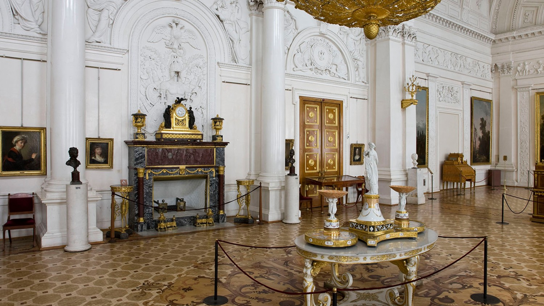 Белый зал, источник фото: http://www.hermitagemuseum.org/wps/portal/hermitage/explore/buildings/locations/room/B10_F2_H289