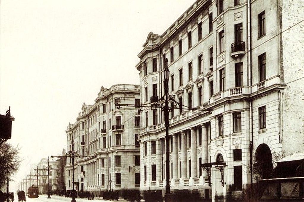 Фасад дома № 26-28 со стороны Каменноостровского проспекта (ок. 1916 г.)