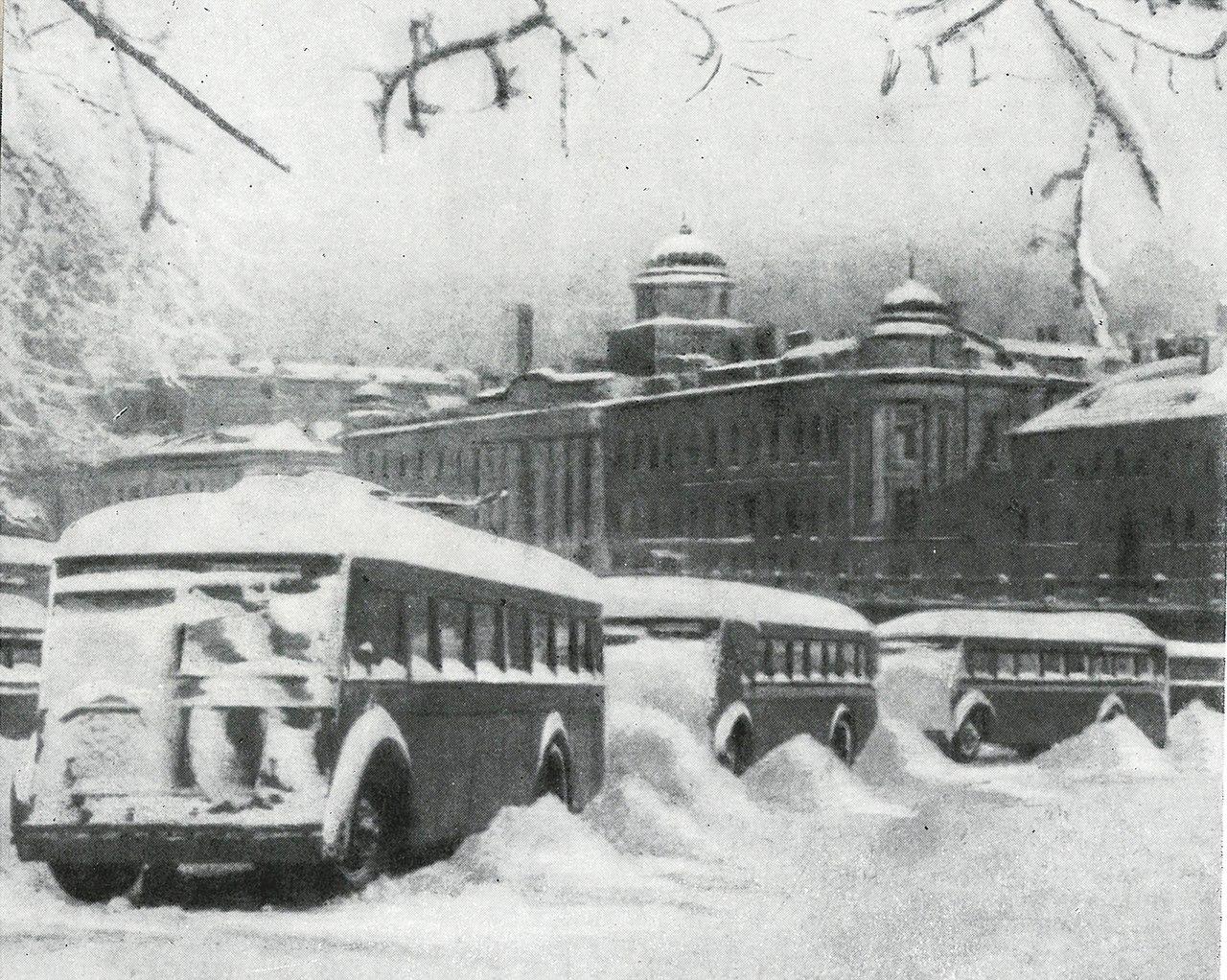 Фото из книги «Дорога жизни», 1959 г. (А. Сапаров)