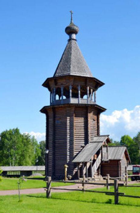 Справа от церкви наблюдается колоколенка — такая стояла на Нижне-Уфтюгском погосте в далеком 1670 г.