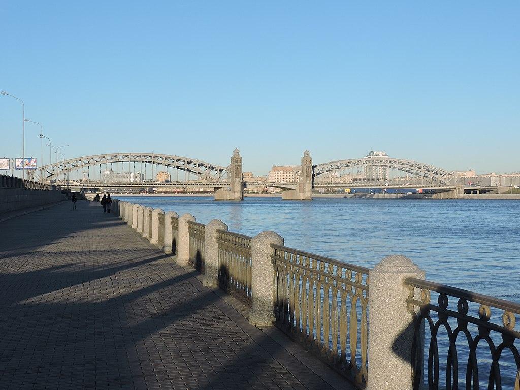 Большеохтинский мост (Мост Петра Великого). Фото: Monoklon (Wikimedia Commons)