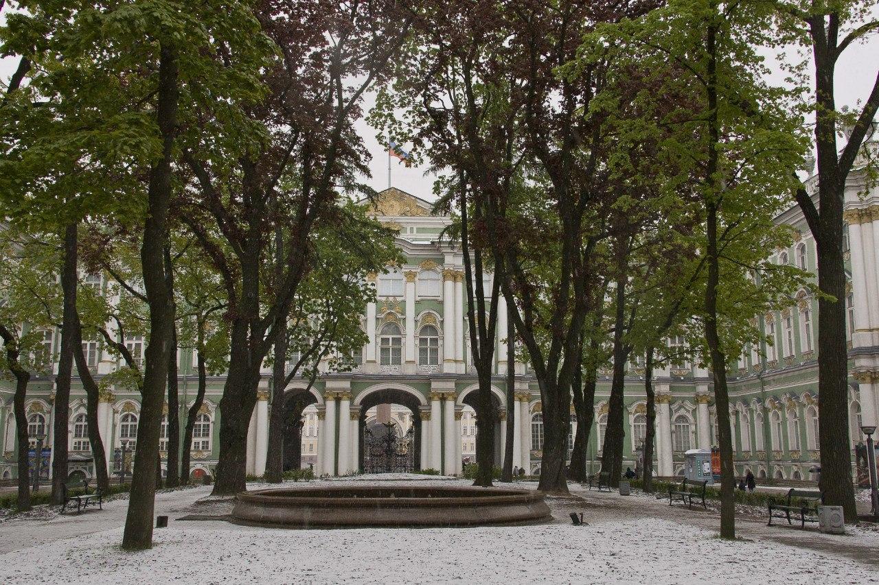 Большой двор Зимнего дворца, источник фото: https://vk.com/hermitage_museum