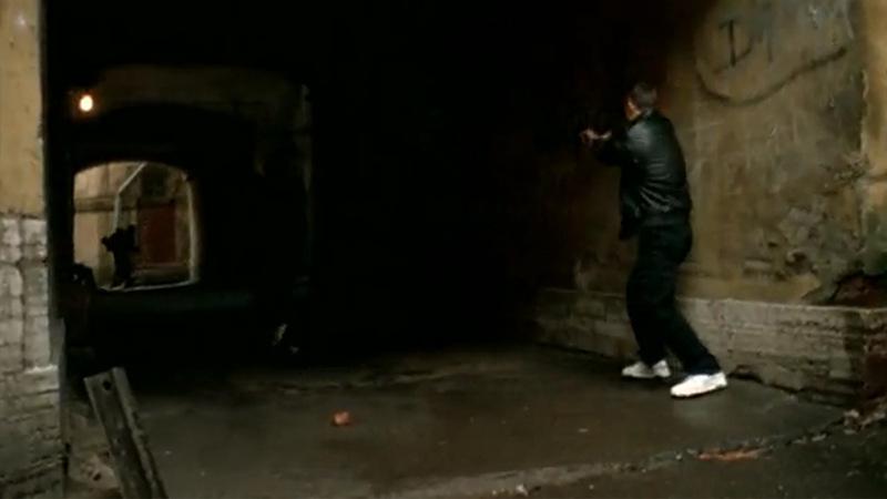 Бандиты забегают в тот же двор между Тучковым и Волховским переулками и ранят Данилу из пистолета