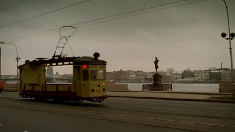 Данила заводит роман с девушкой Светой, водителем грузового трамвая, который двигается по набережной Лейтенанта Шмидта