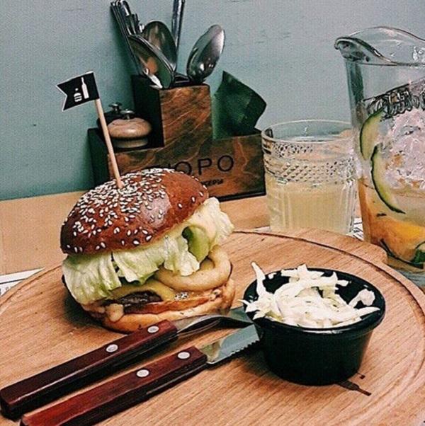 """Фото бургера с инстаграм кафе """"Бюро"""". Оф.сайт заведения: blog.barbureau.ru"""