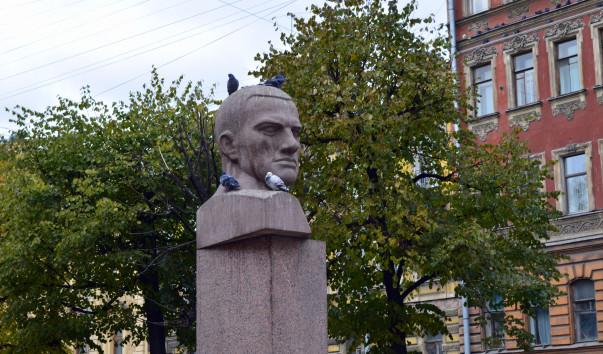 Памятник Владимиру Маяковскому в Санкт-Петербурге, источник фото: http://www.rutraveller.ru/place/133121