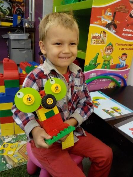 """Центр конструирования и робототехники """"Лего-го"""", источник фото: http://edurobots.ru/kruzhok/centr-konstruirovaniya-i-robototexniki-lego-go-sankt-peterburg/"""