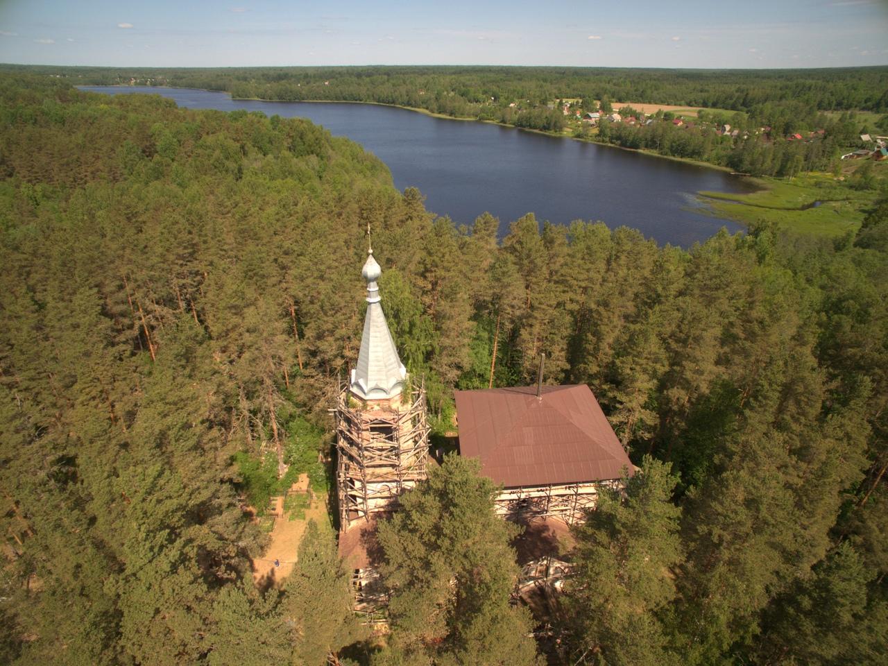 Храм Михаила Архангела на озере Долгом. Фото: http://архангелмихаил.рф
