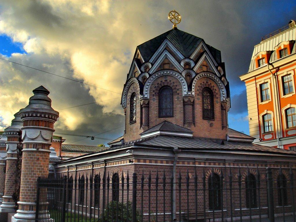 Часовня Иверской иконы Божией Матери ризницы Воскресенского собора, источник фото: http://www.panoramio.com/photo/5489347