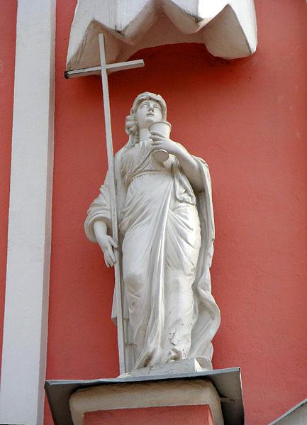"""Чесменская церковь. Скульптура """"Вера"""" над входом, источник фото: Wikimedia Commons, Автор: Екатерина Борисова"""