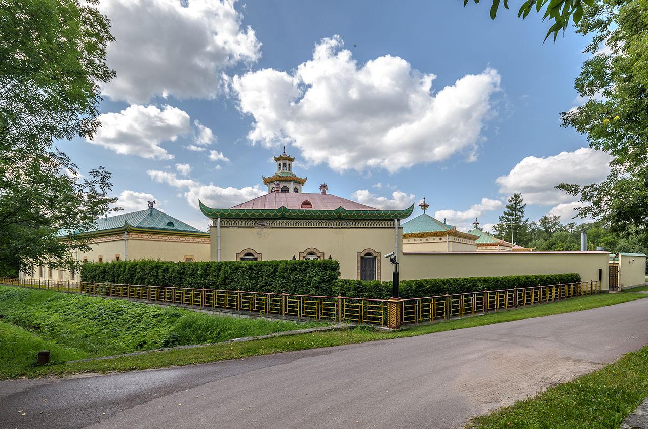 Китайская деревня в Александровском парке Царского Села. Автор фото: Florstein (WikiPhotoSpace)