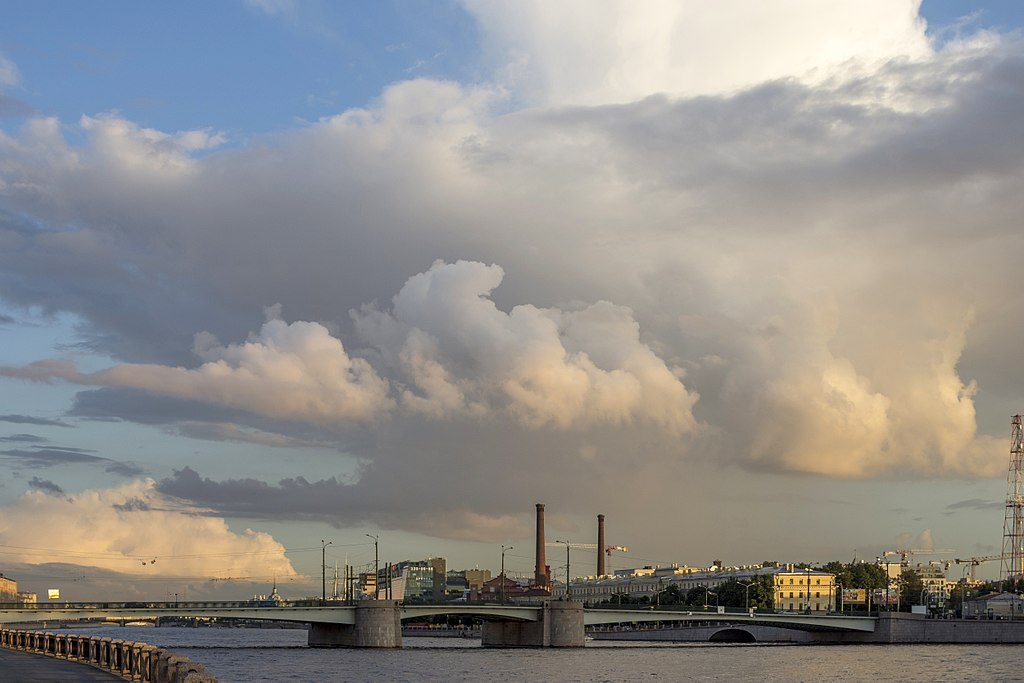 Гренадерский мост в Санкт-Петербурге. Фото: Alex 'Florstein' Fedorov (Wikimedia Commons)