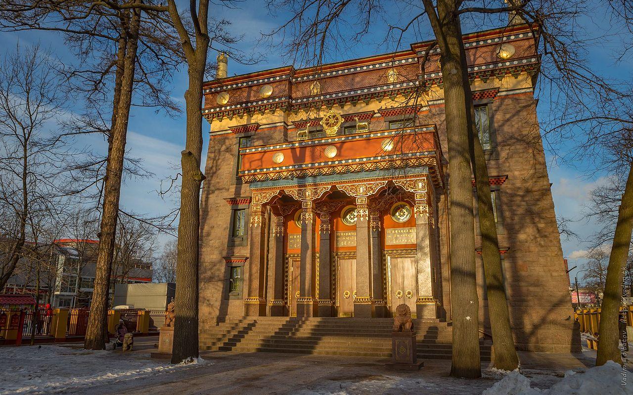 Фасад Дацана Гунзэчойнэй. Автор фото: Vadim Tolbatov (Wikimedia Commons)