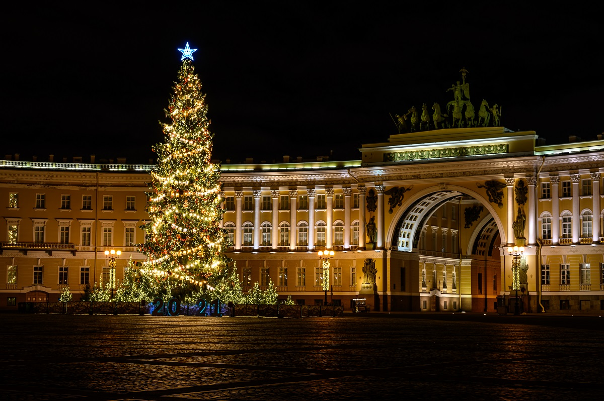 Дворцовая площадь Санкт-Петербурга. Новогодняя елка