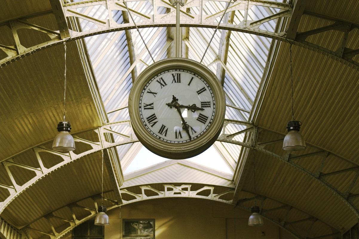 Витебский вокзал в Санкт-Петербурге, часы