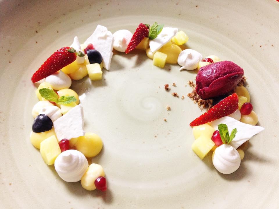 Десерт Павлова, источник фото: https://www.facebook.com/kontorarest