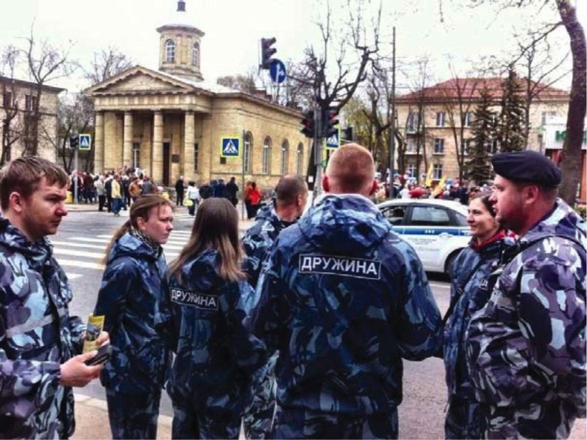 Вежливые люди из ДНД. Фото: Гатчинская правда gtn-pravda.ru