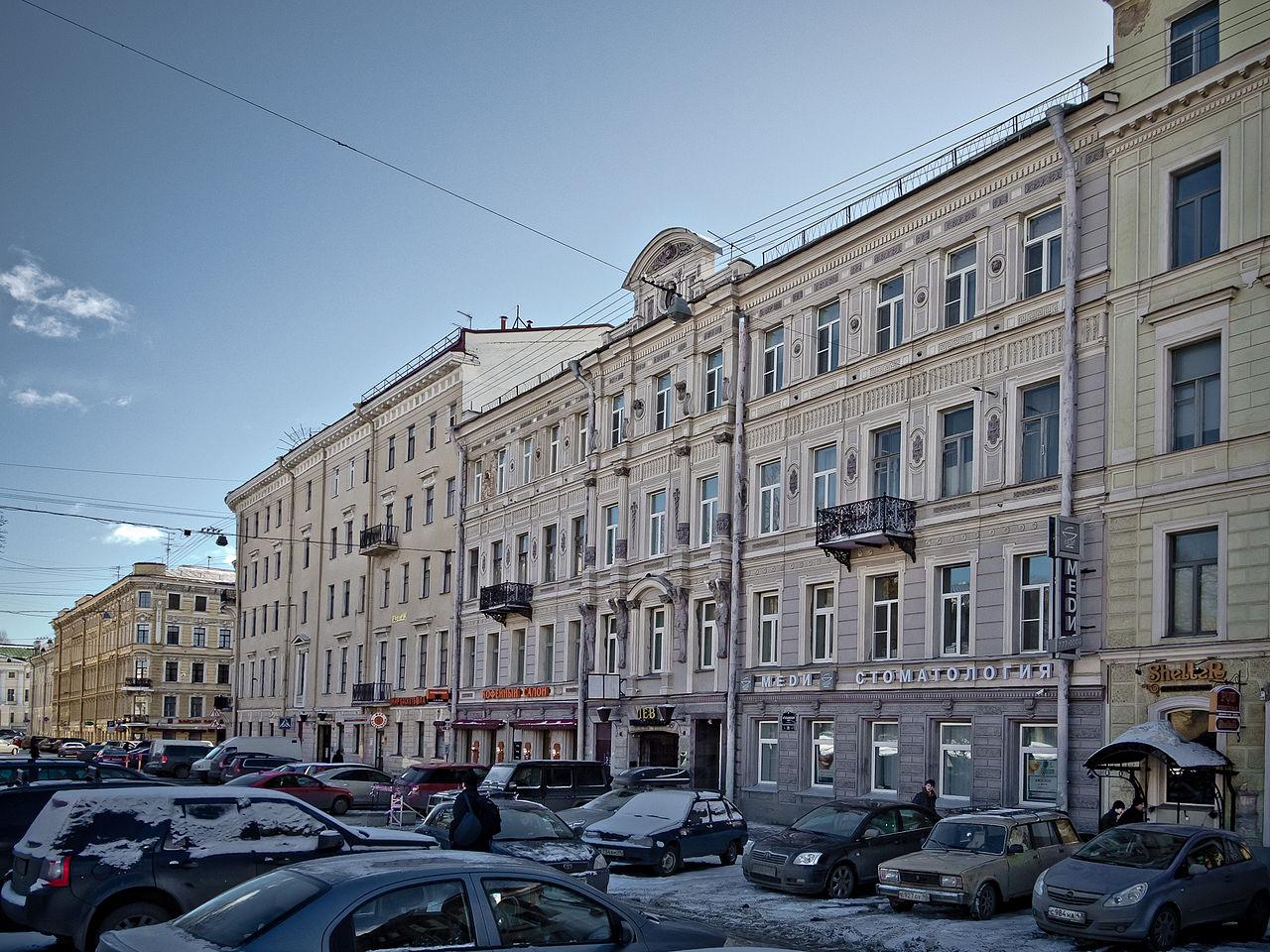 Доходный дом, Итальянская улица, 31 (на переднем плане). Фото: Florstein (Wikimedia Commons)
