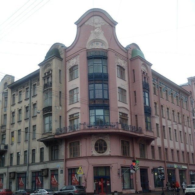 Доходный дом П. Т. Бадаева. После реставрации. Фото: Falka, 04.2014 г. (citywalls.ru)