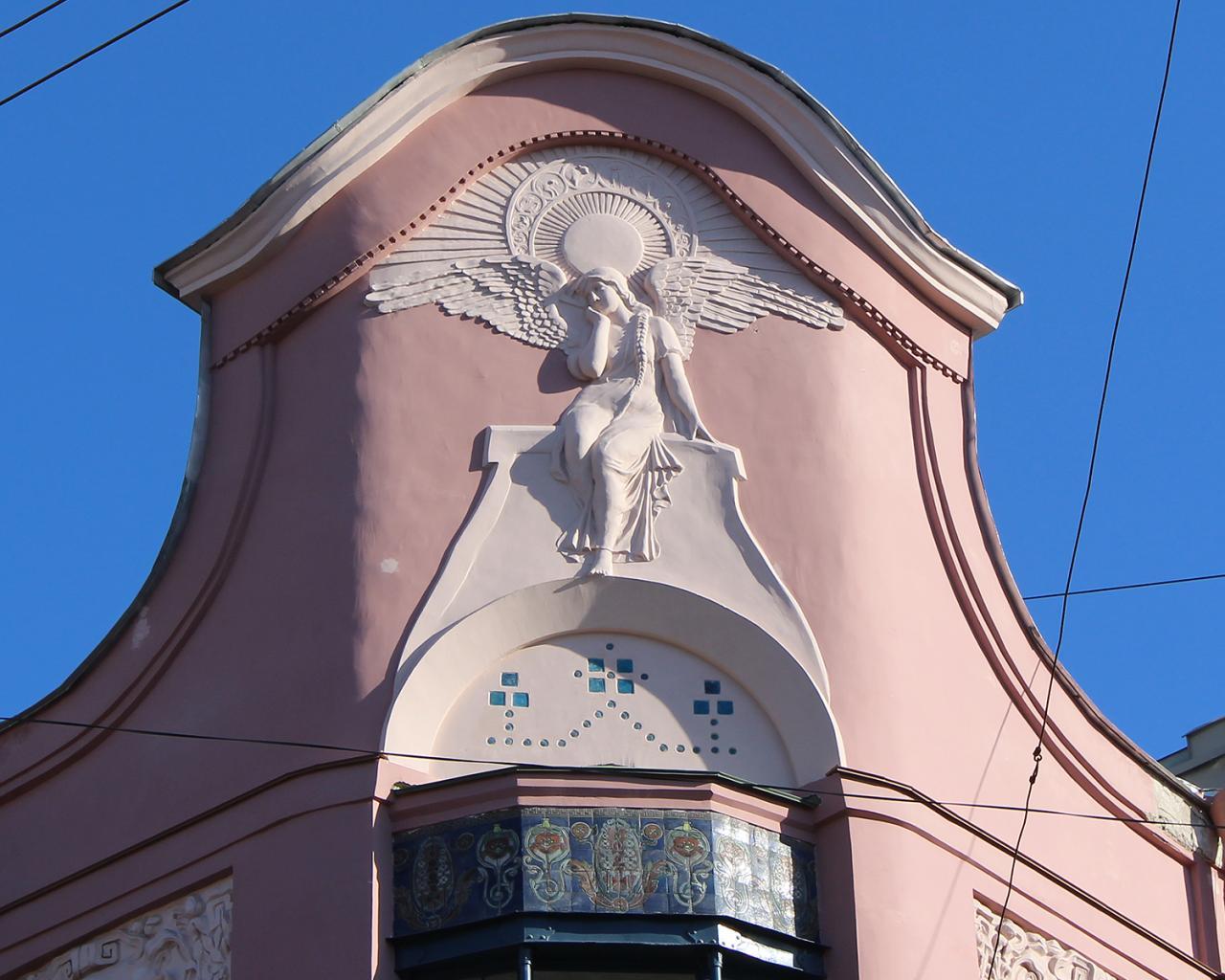 Доходный дом П. Т. Бадаева. Печальный ангел. Фото: Наталия, 04.2014 г. (citywalls.ru)