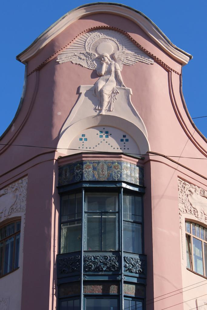 Доходный дом П. Т. Бадаева (после реставрации). Печальный ангел. Фото: citywalls.ru