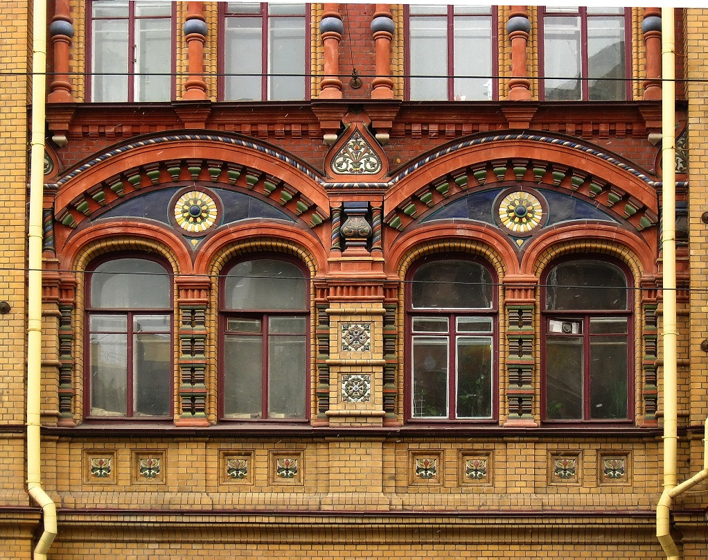 Санкт-Петербург: Колокольная ул., 11 Источник: photo.gradpetra.net