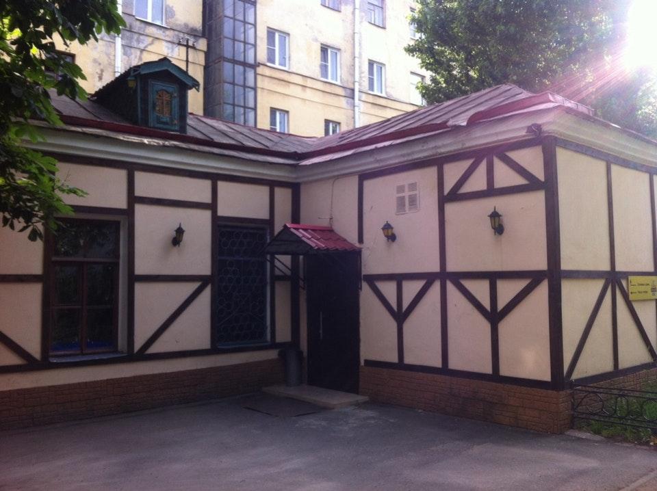 Дворик с домом Карлсона. Фото: Gaika G. (foursquare.com)