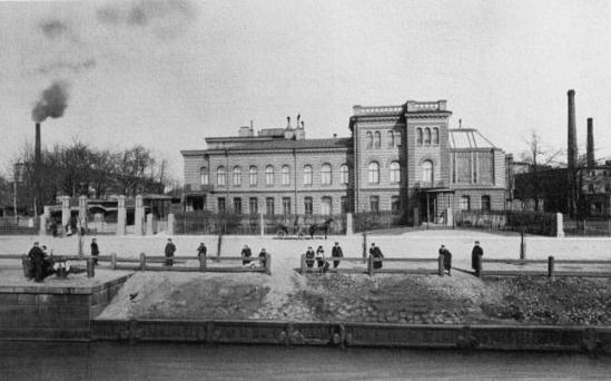 Дом Нобелей на Выборгской набережной, источник фото: http://www.ipetersburg.ru/pamyatnik-alfredu-nobelyu