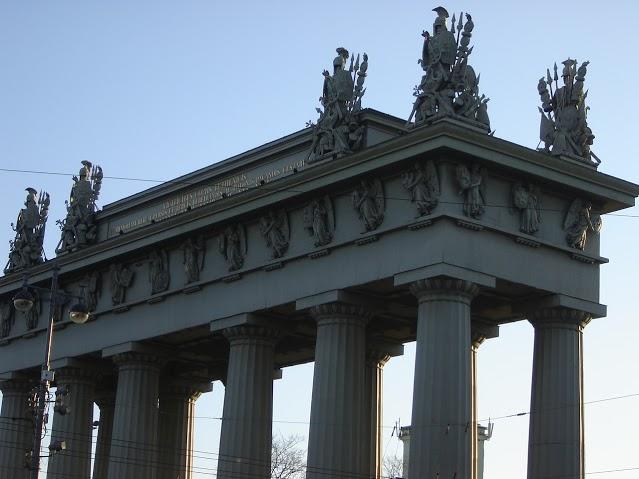 Московские Триумфальные ворота. Автор: Peterburg.center