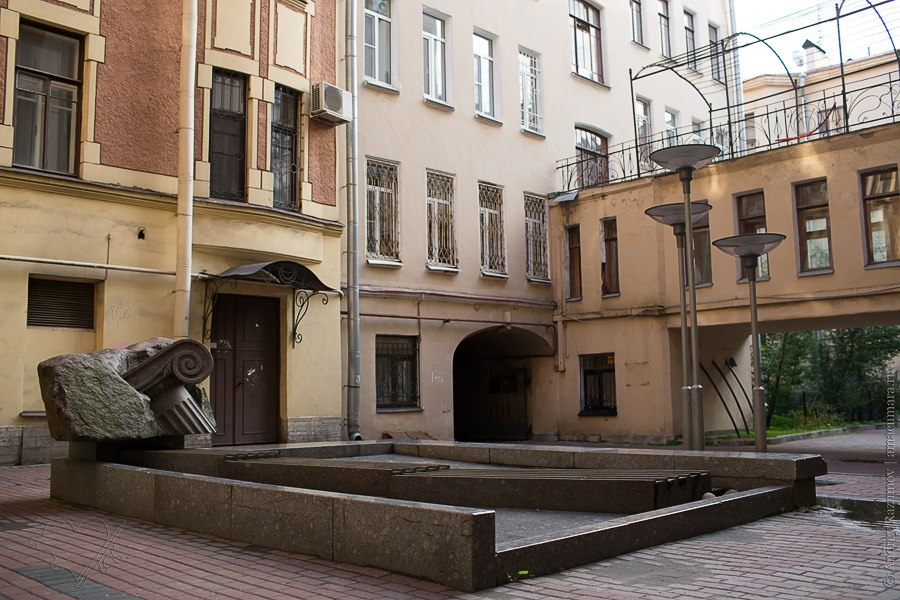 Фонтан с капителью. Фото: amacumara.ru