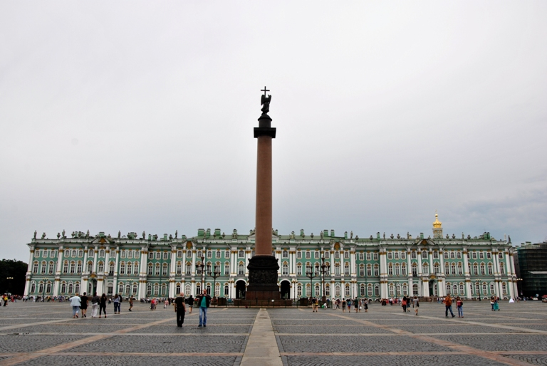 Александровская колонна. Надежда Пивоварова https://commons.wikimedia.org