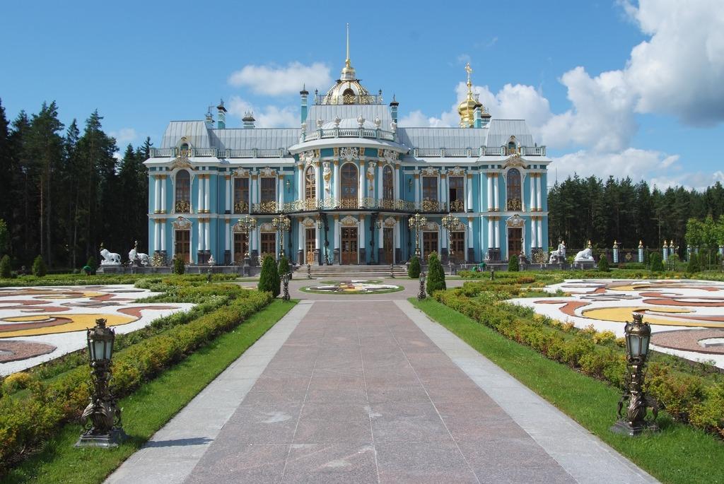 Дворцово-парковый ансамбль, т. н. Васильевский дворец. Фото: KulikovaTV (Wikimedia Commons)