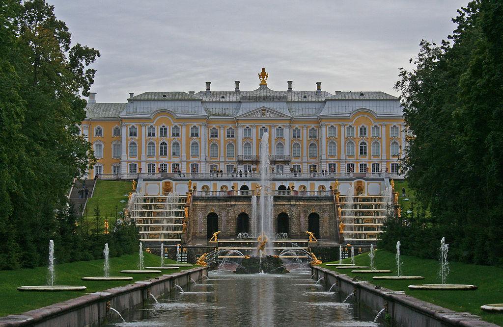 Петергоф. Большой дворец. Нижний парк. Большой каскад. Автор фото: A.Savin (Wikimedia Commons · WikiPhotoSpace)