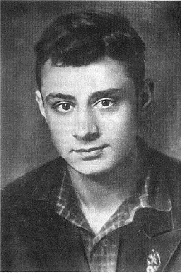 Фотопортрет молодого Эдуарда Асадова. Фото: NKM (Wikimedia Commons)