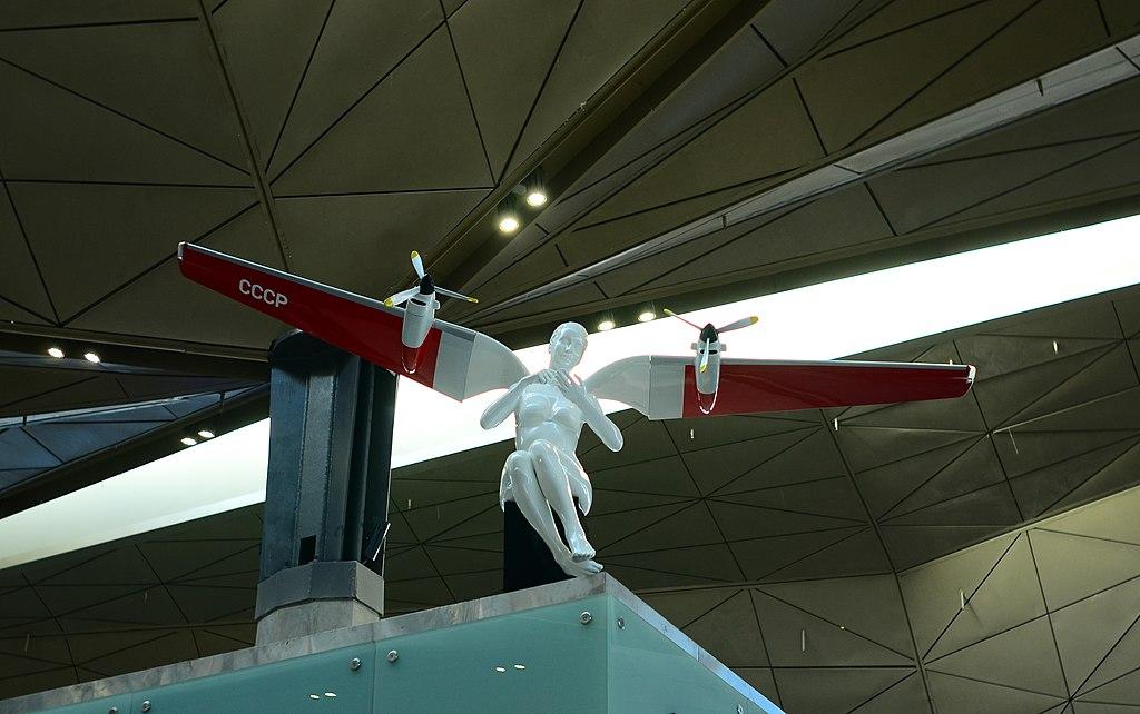 Ангелы Эрарты в новом терминале. Фото: Dmitriy Korzhev