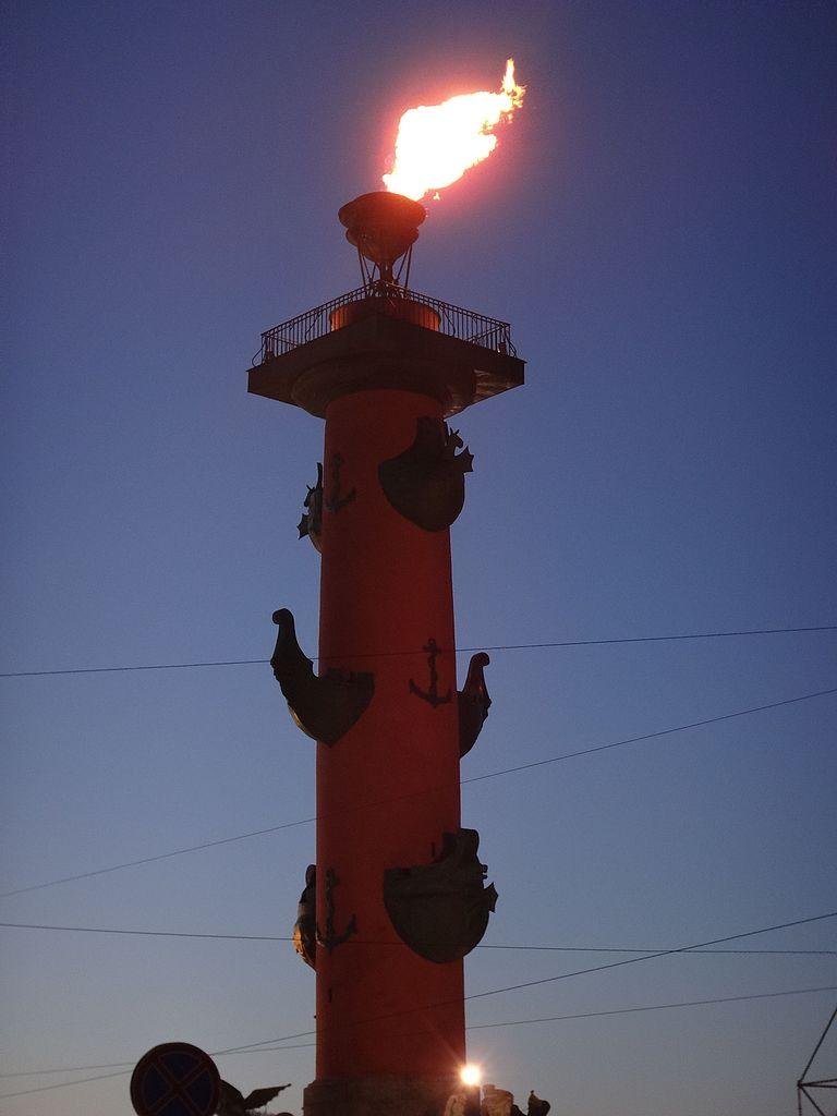 Зажжённый в честь 70-летия Победы факел. Фото: Monoklon из русской Википедии