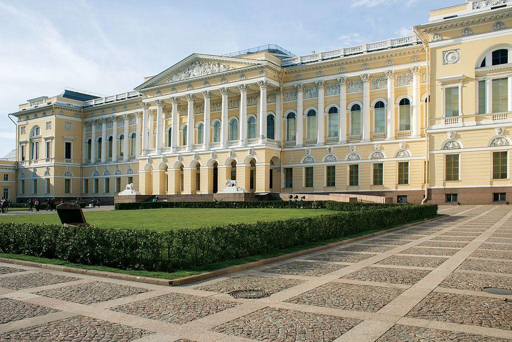 Михайловский дворец — главное здание Русского музея. Фото: Павел Лурье (Wikimedia Commons)