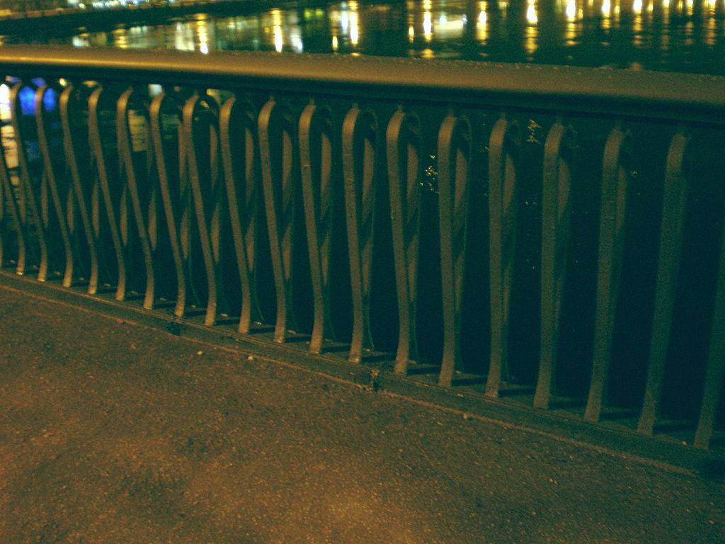 Решётка Гренадерского моста. Фото: Андрей! (Wikimedia Commons)